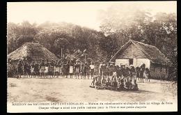 ILES SALOMON DIVERS / Maison Du Missionnaire Et Chapelle Dans Un Village De Buka / - Salomon