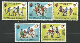 "Niger YT 550 à 554 "" Football, Espana ""1981 Neuf** - Niger (1960-...)"