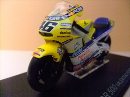 MOTO HONDA NSR 500 VALENTINO ROSSI 2001 - Motos