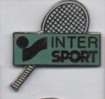 Superbe Pin´s En EGF , Tennis , Raquette Intersport , Signé MVS - Tennis