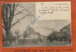 Belgique, HAL,  La Chaussée De Mons,  Passage à Niveau,  Personnages,  AVRIL 2013  1585 - Halle