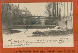 Belgique, HAL,   La Cascade,  Le Pont Et  Personnages Dessus, AVRIL 2013  1603 - Halle