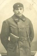 Photo D ´ Un Tankiste Du 516° Rcc , Poignard , Pistolet , Blouson , Portrait - Militari