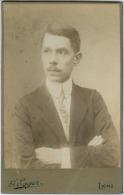 PH-CAB-00024 - Georg Egger, Lienz; Junger Mann Mit Vatermörderkragen, Cabinet Um 1915. - Personnes Anonymes