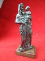 Vierge A L´enfant En Métal Et En Trés Bon état Hauteur Avec Socle 15 Cm - Religion & Esotérisme