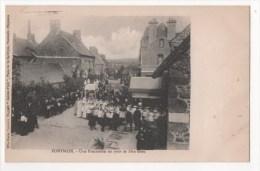 PONTMAIN - Une Procession Un Jour De Fête-Dieu - Pontmain