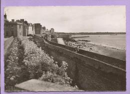 Dépt 35 - SAINT MALO -  Les Remparts - La Plage - Oblitérée En 1951 - Saint Malo