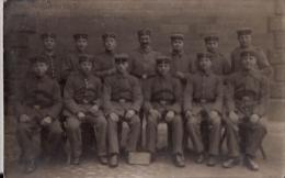 -Carte Photo,soladats Allemands  Avec Ardoise Et Inscription;prob E? B 14  - 4Rer D  -7.Korp Xb - War 1914-18