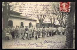CPA ANCIENNE- FRANCE- ARLES (13)- 58° D'INFANTERIE EN HIVER- LA CORVÉE DU PLAT- TRES BELLE ANIMATION GROS PLAN - Arles