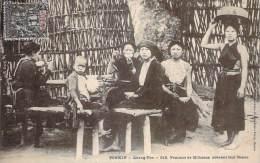 Vietnam - Quang-Yen - Femmes De Miliciens Prenant Leur Repas - Viêt-Nam