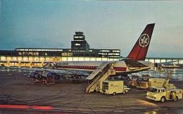 Aéroport De Montréal - Impressionnate Vue Nocturne Montrant Un DC 8 D'Air Canada Au Premier Plan - 1946-....: Moderne