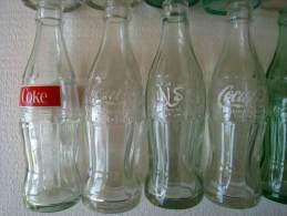 Coca Cola 14 Bouteilles En Verre, Années 1970-1980, De Différents Pays - Flessen