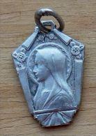 Med-2777  Médaille Ancienne Vierge Anagramme JB Gravée France Sur Bélière - Godsdienst & Esoterisme