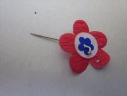MILITARIA :épinglette  Fleur Tricolore Boutonnière De Reconnaissance Défilés Militaires Toute Guerres Toutes Cérémonies - Militari