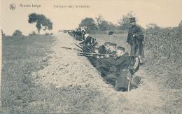 ARMEE BELGE * TIRAILLEURS DANS LA TRANCHEE - Manovre
