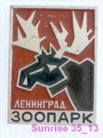 Animals: Elk - Moose - Alces Alces - Moose Deer Leningrad Zoo / Old Soviet Badge_035_an2202 - Animales