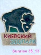 Animals: Bison - Yahoo - Auroch - Wisent Zoo / Old Soviet Badge_035_an2204 - Animals