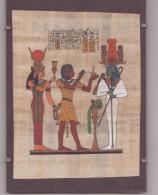 AUTHENTIQUE PAPYRUS ÉGYPTIEN CLÉOPÂTRE 18 / 13 Cm Dans Sont Encadrement Le Scarabée Comme Neuf - Art Oriental