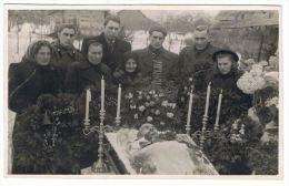 Antique Post Mortem Men In Casket Vintage Funeral Photo Q92 - Ansichtskarten