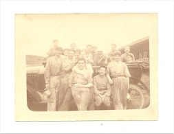 Armée Française - Photo ( +/- 8 X 11 Cm) D'un Groupe De Militaires Devant Une Ancienne Automobile - Oldtimer  (sf75) - Guerre, Militaire
