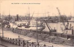 [44] Loire Atlantique > NANTES Le Port Au Bas De L'Hermitage Bateaux Grues) *PRIX FIXE - Nantes