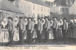 29] Finistère- Les Mariages De PLOUGASTEL DAOULAS  Défilé De Mariés Après La  Cérémonie Religieuse (COSTUMES) - Plougastel-Daoulas