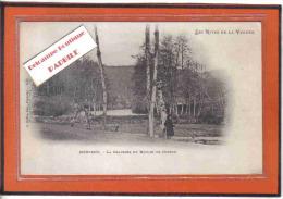 Carte Postale 85. Mervent  La Chaussée Du Moulin De Doreau  Pêcheur Trés Beau Plan - Otros Municipios