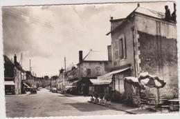 SAINT HONORE LES BAINS ....GRANDE RUE CAFE ..VIEILLE VOITURES - France