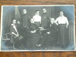 Familie Foto Met MILITAIREN / SOLDATEN Anno 19?? ( Photo ? - Zie Foto Voor Détails ) - Guerre, Militaire