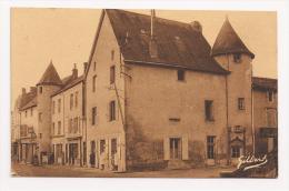 Civray 86 - Un Coin De La Place D'Armes - 2 Scans - - Civray