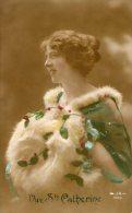 Jeune Femme ,Belle Coiffe, Fourrure  -( JK 9104)- - Donne