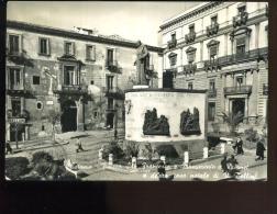CATANIA PIAZZA S FRANCESCO MONUMENTO DUSMET CASA BELLINI ANIMATA 1955 - Mazara Del Vallo