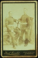 """A C1900  Cabinet Photo (not A Postcard),  Portrait Of Two Unknown Soldiers  By  """"Gould, Aldershot"""". - Personajes"""