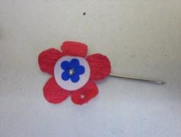 Croix Rouge MILITARIA :épinglette Fleur Tricolore Boutonnière Reconnaissance Défilé Militaire Guerres Toutes Cérémonies - Militari