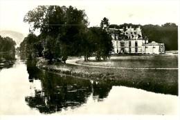 Acquigny. Le Chateau Et La Rivière. - Acquigny