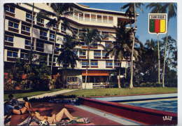 Cameroun--DOUALA--Hotel Des Cocotiers (animée,piscine),cpm N°5768 éd Iris - Cameroon
