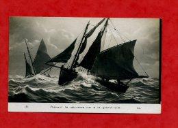 * BATEAUX-19-Prenant Le Deuxième Ris à La Grand-voile(Bateaux De Pêche) - Fishing Boats