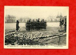 * MILITARIA-GUERRE 1914-15 - LES TRANCHEES. Transport Des Claies Pour Abri - Guerre 1914-18