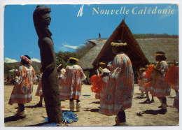 Nouvelle-Calédonie--Danseurs Mélanésiens ,cpm N° 211T  éd Hachette Calédonie - Nieuw-Caledonië