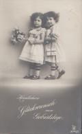 Geburtstagskarte 2 Kleine Mädchen Mit Blumenstrauß Gelaufen  30.7.13 - Geburtstag