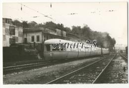 CARTE-PHOTO - TRAIN EN ESPAGNE (SAN SEBASTIEN) - Gares - Avec Trains