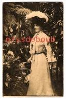 Carte Photo - Belle élégante, Chapeaux, Plumes  -  Beautiful Elegant Woman, Hats, Feathers - Moda