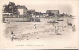 ARCACHON - La Plage Et Le Grand Hôtel - Arcachon