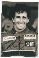 Photographie Tirage Original Thème : Course Automobile : Alain Prost En Combinaison écurie RENAULT Avec Autographe 1993 - Signed Photographs