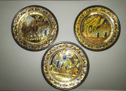 Alt307 Piatto In Metallo Decorato Battuto, Tunisia, Hammamet, Souvenir, Cammello, Moschea, Bronzo Rame - Arte Africana