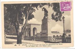 ARLES   La Promenade Des Liees  Et Le Monument Aux Morts - Monumenti Ai Caduti