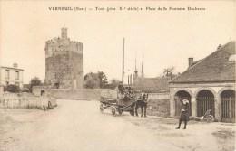 VERNEUIL TOUR GRISE ET PLACE DE LA FONTAINE DUCHESNE ANIMEE ATTELAGE 27 EURE - Verneuil-sur-Avre