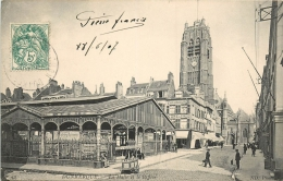 DUNKERQUE . LA HALLE ET LE BEFFROI . CPA ANIMEE . 1907 . - Dunkerque