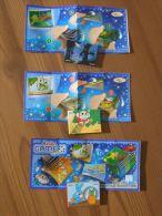 KINDER SURPRISE 2010 Mini-Livres - N°DE056 / DE 057 / DE058 + 3 BPZ - ETAT NEUF - Pin's