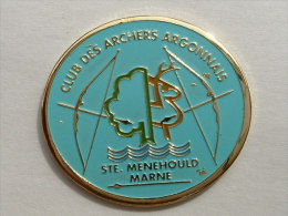 Pin´s  TIR A L´ARC - STE MENEHOULD - Tir à L'Arc